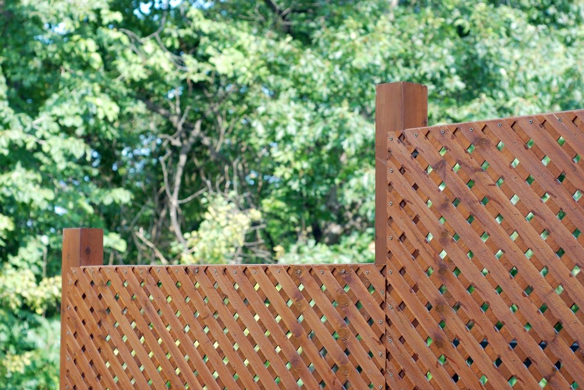 Cierres cortavistas y separadores de madera - Separador jardin ...