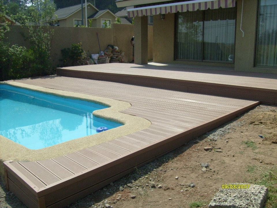Decks para bordes en piscinas for Accesorios de piscina